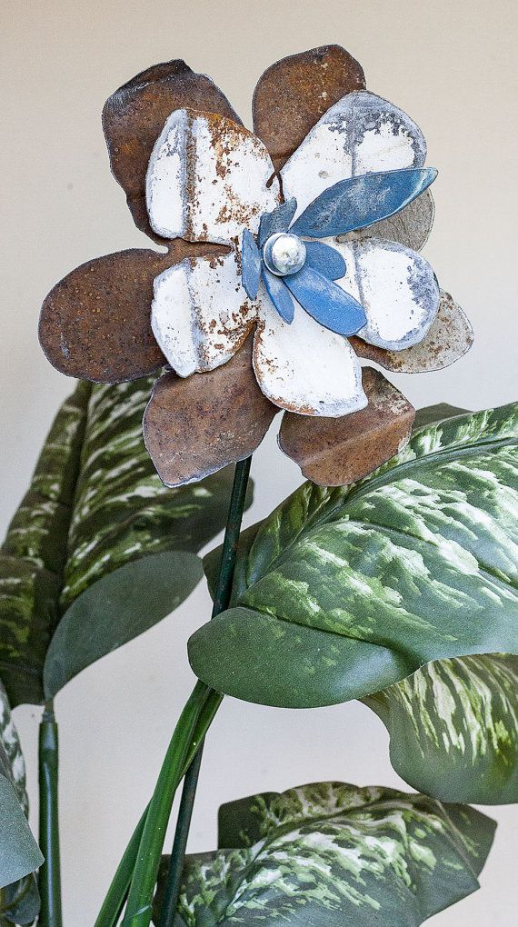 Rusty Recycled Metal Flower, Indoor Outdoor Wall Art, Yard Art Garden Stake, Primitive Folk Cottage Country Farmhouse, Blue White, 16-377