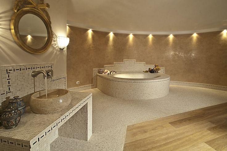 Una composizione parquet travertino nell 39 ambiente bagno - Parquet nel bagno ...