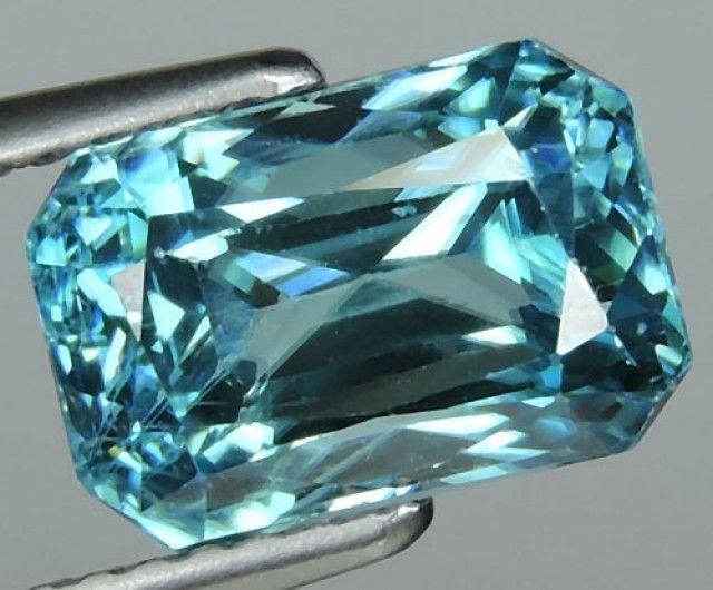 5.25 CTS WONDERFULL OCTAGON CUT BLUE ZIRCON  zircon gemstone