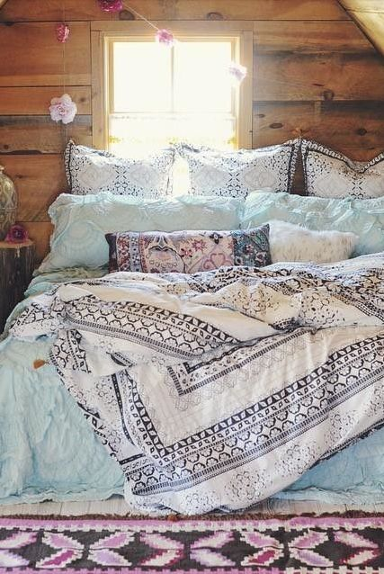 That Boho Chick: Bedding colors and wood