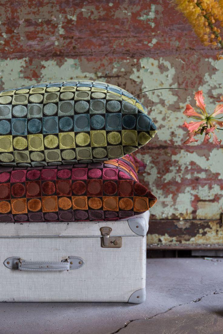 Sierkussen Ottava van DutchBone laat je interieur weer opleven door haar speelse en kleurrijke uiterlijk.