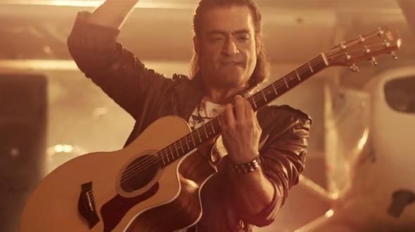 """""""Ομορφαίνεις τη ζωή μου"""" – Η επιτυχία του Διονύση Σχοινά τώρα και σε remix! #greekmusic"""
