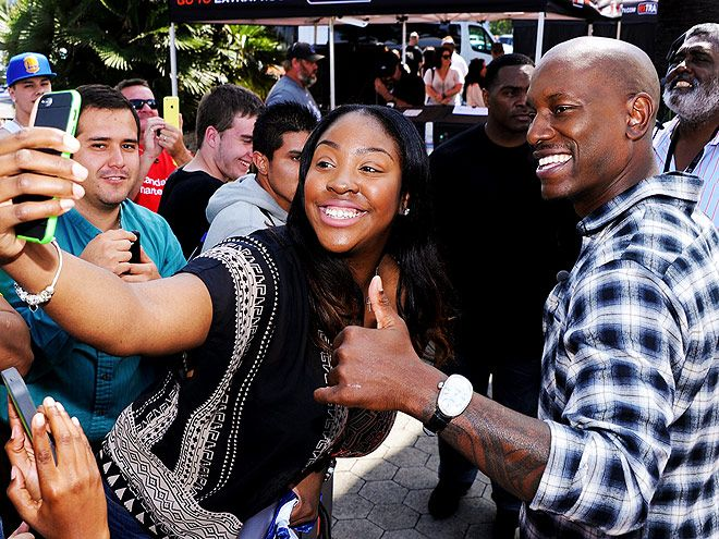 Star Tracks: Wednesday, April 1, 2015 | SELFIE TIME | Tyrese Gibson feels the fan love Tuesday during a visit to Extra at Universal Studios Hollywood in California to promote his upcoming Furious 7.