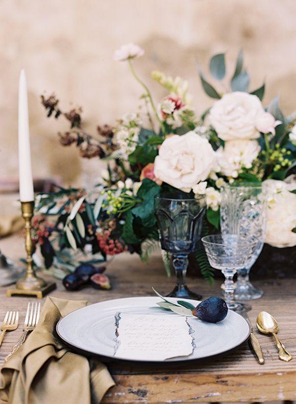 richly hued, natural wedding flowers | image via: magnolia rouge