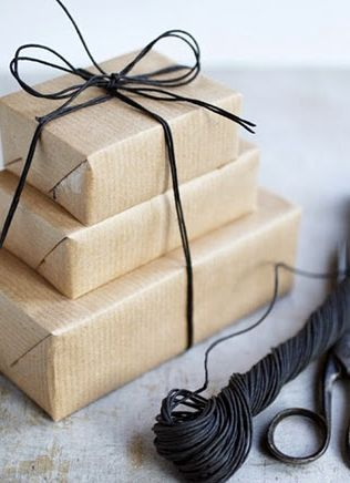 paper bag: Gift Wrapping, Giftwrap, Gift Ideas, Brown Paper Packages, Gifts, Wrapping Ideas, Diy, Packages Tied, Wrapping Gift