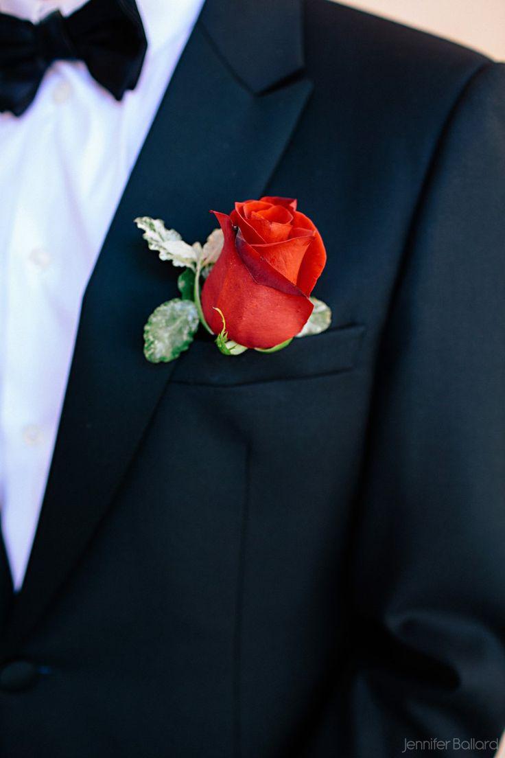 Bottoniera con rosa rossa Boutonniere: red rose