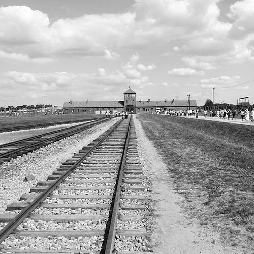 The main entrance to Auschwitz-Birkenau extermination camp, Poland. | Flickr – Condivisione di foto!