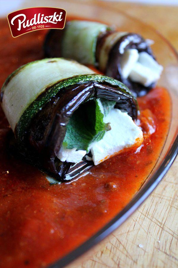 Zapiekane roladki z bakłażana i cukinii w sosie bolońskim. #pudliszki #przepis #przekąska #bakłażan #roladki