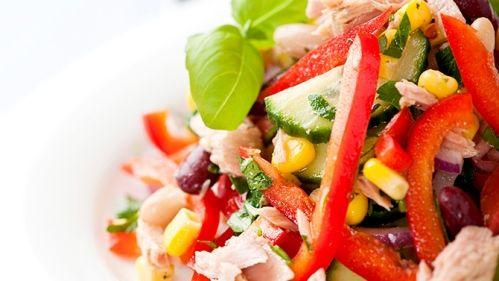 Salade de thon, de pois chiches et de légumes, riche en fer - Recettes de cuisine, trucs et conseils - Canal Vie