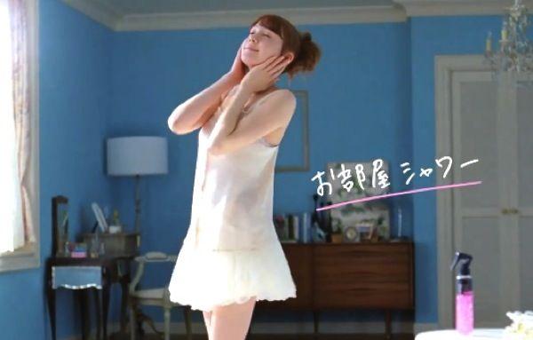 トリンドル玲奈、キュートにキュッキュッとシャワーダンス!ワキ汗女子に必須アイテムBanのCMがカワイイすぎる!!