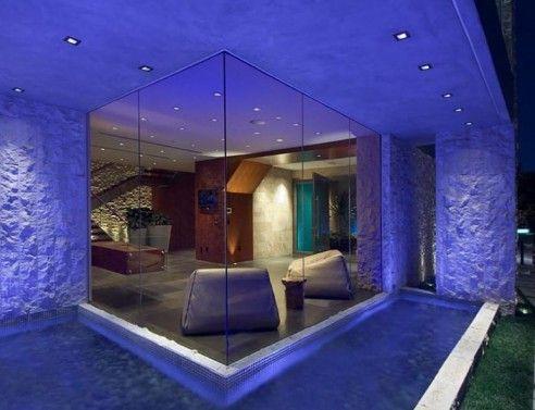 Jeden z domů Billa Gatese. / One of Bill Gates houses.