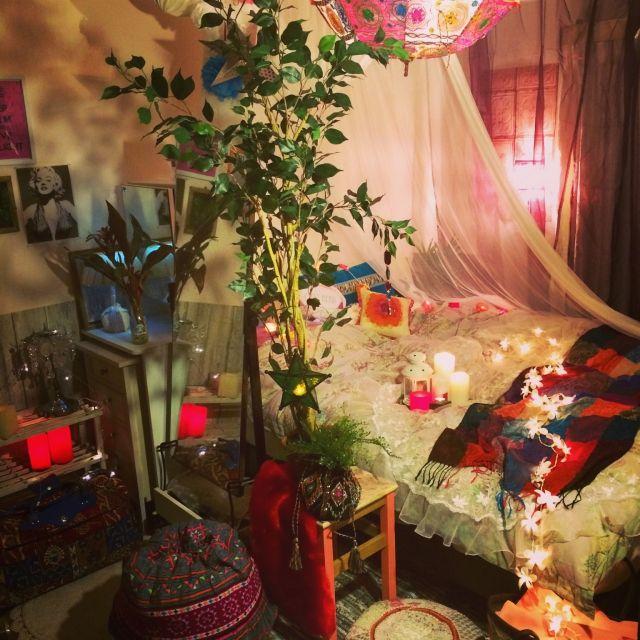 painmomoさんの、コンテストに参加します,Bedroom,ミックススタイル,プフ,モロッコランプ,エスニック傘,カラフルジャンク,花のライト,カゴ,ダイソー,DIY,エスニッククッション,IKEA,セリア,キャンドル,モロッコ,のお部屋写真