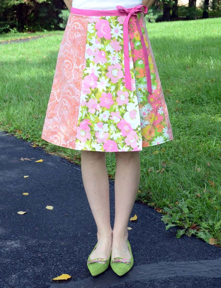 Skirt made with tea towels and vintage linens: Clothing Patterns, Teas Kids Clothing, Towels Skirts, Wraps Skirts, Skirts Patterns, Vintage Linens, Vintage Teas Towels Crafts, Vintage Sheet, Towels Aprons