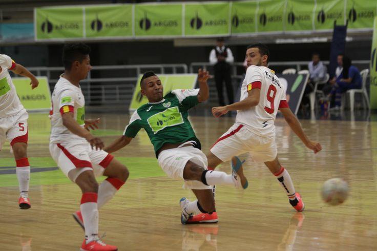 Más acción del emocionante duelo que sostuvieron Real Antioquia y Deportivo Saeta en la fase semifinal de la Liga Argos Futsal 2016.