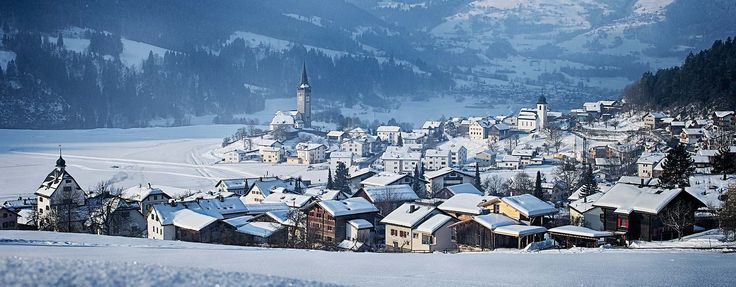 LAAX in Graubünden is a modern, dynamic and family-friendly ski resort for your winter holiday in Switzerland. Learn more.