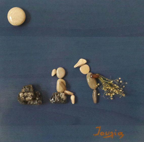 De afmetingen van mijn creatie Liefde surprise zijn 30 x 29 cm. Het is een perfecte en uniek geschenk voor bruiloft, verloving, jubileum en een paar verliefd! Als kind hield ik van het zand van de zee en de keien. Speelde ik urenlang pebble creaties Koulés het zand te maken. Opgroeien ik was betrokken met hout aanbidding als timmerman s dochter. Een paar jaar geleden heb ik besloten om te componeren creaties met kiezels die ik van de Griekse zeeën, de Egeïsche verzamelen en Ionische zee, op…