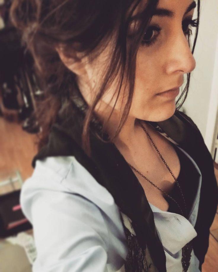 Cette sensation de liberté et de légèreté quand tu sors de scène  la prochaine demain !  #liberte #scene #comediens #sortie #nice #chemise #bleu #mim #collier #six  #hiboux #hair #brown #woman #fun #echarpe #sanmarina by eliselounty at http://ift.tt/1hCWVmI