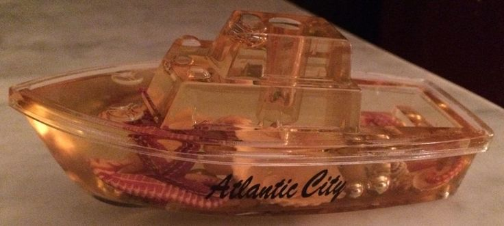 Vintage 50's ATLANTIC CITY souvenir Lucite CABIN CRUISER BOAT floating shells in