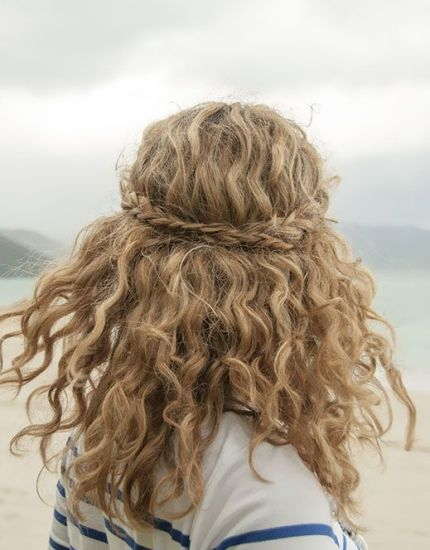 Prev1 of 9Next Curly hair is one of the latest trends, so if you have naturally curled hair, you don't know how lucky you are. Girls long for curly hair as it makes the hair more bouncy and also adds a lot of volume. They might be a little difficult to manage and need a ...