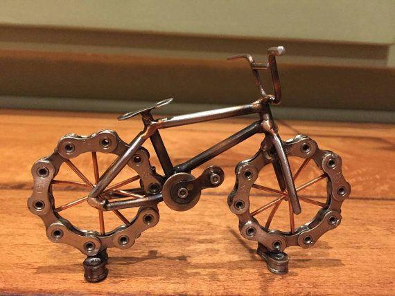Bicicleta BMX hecha de cadena y soldadura varilla de bici reciclada. TIG soldado con autógena y claro revestido.