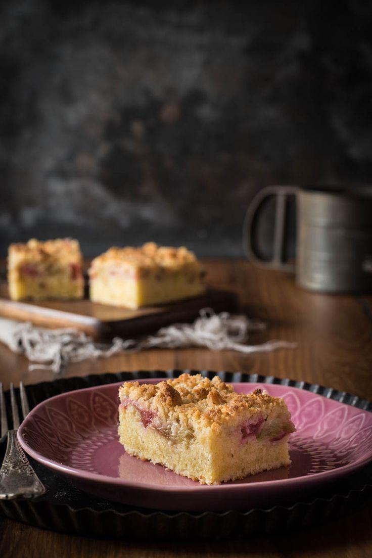 Dieser schnelle rhabarberkuchen mit vanillestreuseln ist super saftig nicht zu sauer und kinderleicht zu machen