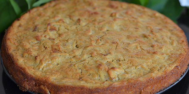 Den nybagte æblekage.