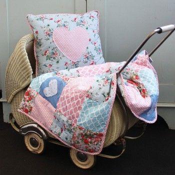 Heart Applique Baby Quilt - Oobi.com.au