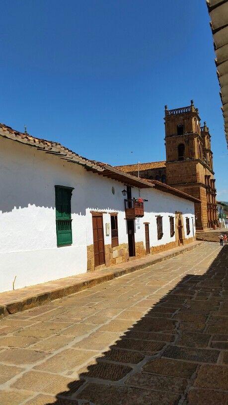 Camino a la Iglesia. Barichara Santander