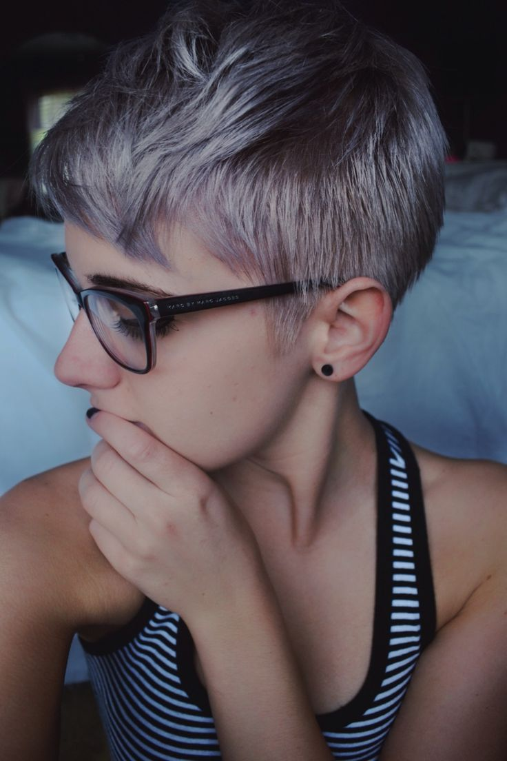 hootyhooiloveyou:  light-emerges:  hey new hair  Kickass. I want to do this or just shave my head. I guess I'll dye it some pretty colors first though.