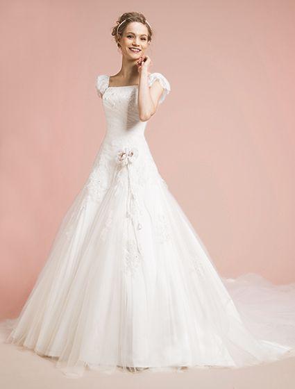 ウエディングドレス、高品質な結婚式ドレスならW by Watabe Wedding / ELLE Mariage Dress・Aライン・レース・半袖・オフショルダー・スタイルアップ