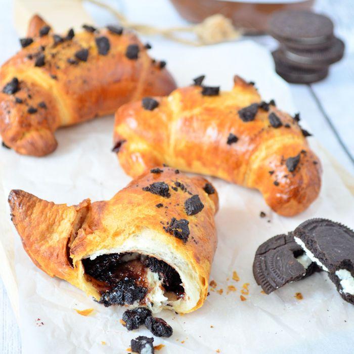 Lekkerder wordt je ontbijt niet met deze Nutella Oreo croissants! In een handomdraai staan ze op tafel en kun je smullen van je zelfgemaakte croissant.