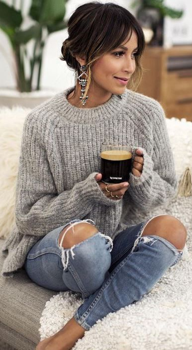 outfit of the day / knit sweater + ripped jeans
