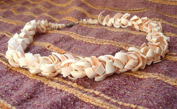Vintage handmade seashell necklace by nesterensvintageshop on Etsy