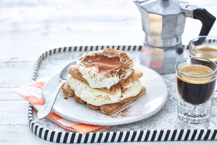 Kies je favoriete koffielikeur en verwerk hem in de tiramisu. Van dit Italiaanse dessert krijg je nooit genoeg - Recept - Allerhande