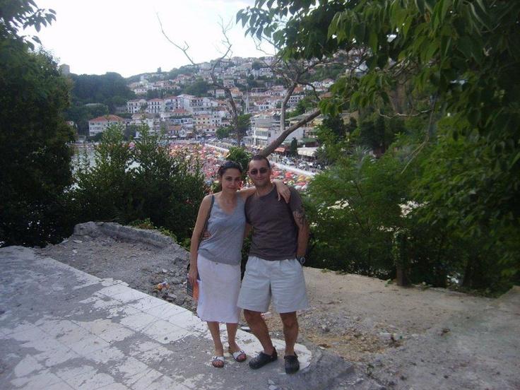Limanda Türkiye'de çalışmış Arnavut asıllı bir Kosovalı ile sohbet ediyorum. Şehrin iki camii'ni ve Kalesini ziyaret ediyoruz... daha fazla bilgi ve footoğraf için; http://www.geziyorum.net/karadag-montenegro-gezisi-ulcinj/