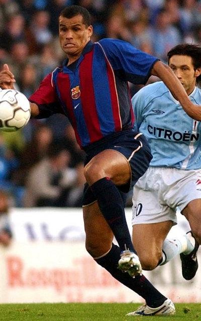 2001-02. Rivaldo, en acción ante Mostovoi