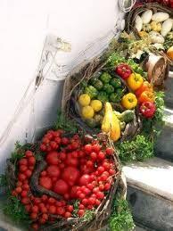 Risultati immagini per composizioni di frutta fresca