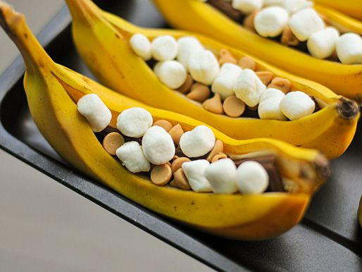 Grilled Banana Boats with Peanut Butter, Chocolate, and Marshmallows. Perfect for camping! #recipe #camping