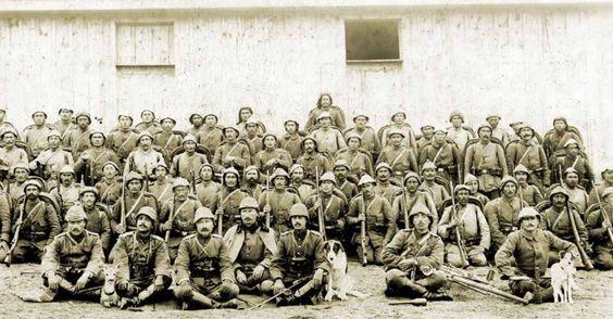 çanakkale savaşı-- Geyikli Alay olarak tanınan 39. Alay'ın subayları ve Mehmetçikler