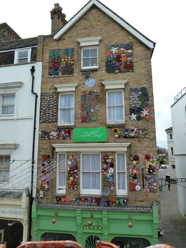 Purl Queens 'yarn bomb' for the Triennial Fringe
