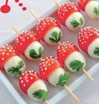 Apéritif d'oeufs de caille et de tomates