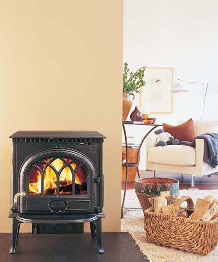 #Jøtul F 3 representa la estética tradicional de estufa Jøtul. Su aire colonial y mejorada visión de fuego la convierten en una estufa muy decorativa y óptima en tamaño, potencia (9 kW para 100 m2) y rendimiento.