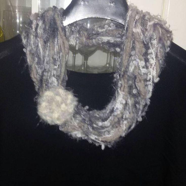 Sciarpa collana   scarf   collana con fiore realizzata ad uncinetto regalo