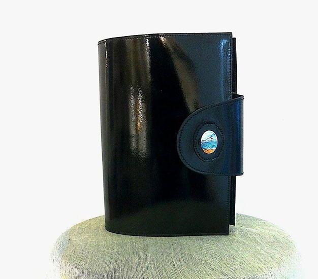Porta agenda nero CODICE AP042 Porta agenda in pelle con dipinto a mano su ovale di porcellana di 2,4cm- Misure agenda: altezza 20,5cm- larghezza 14,5