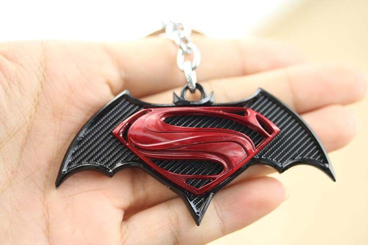 Superhero Batman v Superman Logo Keyring