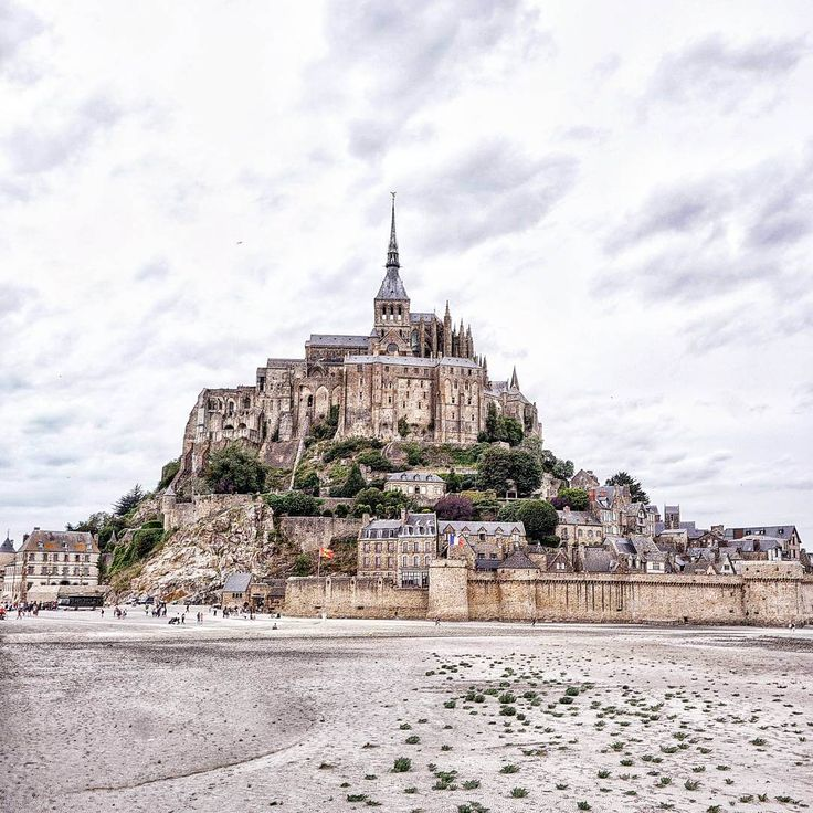 It was a grey, stormy day when we pulled up the car in the Mont St Michel car park... Here are some tips for visiting Mont Saint Michel!