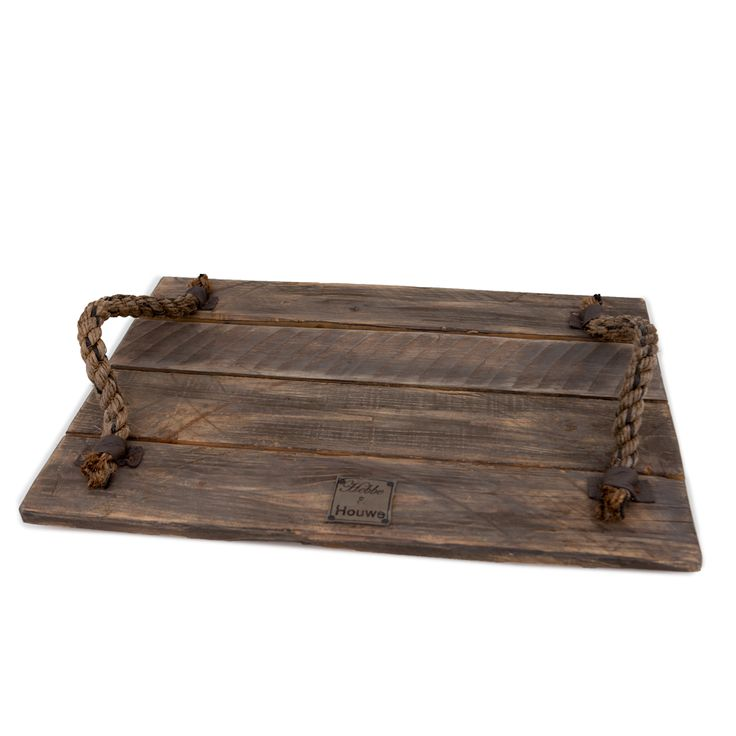 Voor extra sfeer in je huis.Met dit dienblad voeg je een stukje authenticiteit toe aan je interieur. Het dienblad is gemaakt van oude houten planken met een eigentijdse uitstraling, waardoor het extra warmte en sfeer toevoegt aan je interieur. Met liefde gemaakt door de dames van Hebbe