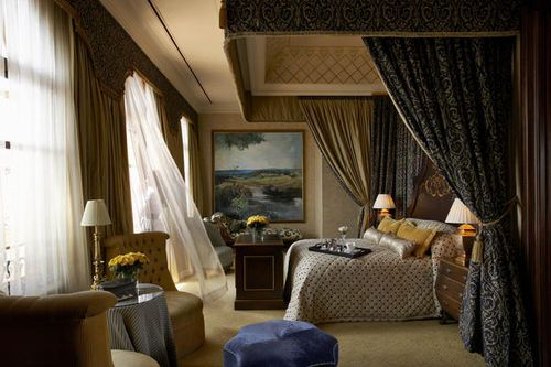 The Palazzo Montecasino -Set amidst landscaped gardens, Palazzo Montecasino is 15 miles from South Africa's business and financial hub in Sandton and 30 miles from Johannesburg International Airport .