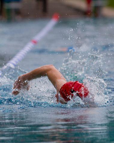 TRIATLON: Intenso y completo Nadar, andar en bici y correr… Descubre todo sobre el contagiante mundo del triatlón y atrévete a ser parte de él.