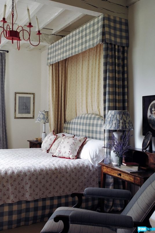 A sophisticated, English countryside inspired bedroom. Love the box-pleat cornice
